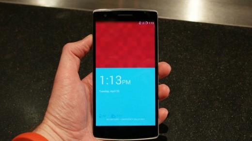 گوشی سیانوژنی وان پلاس با قابلیت سفارشی سازی تم و گالری هوشمند