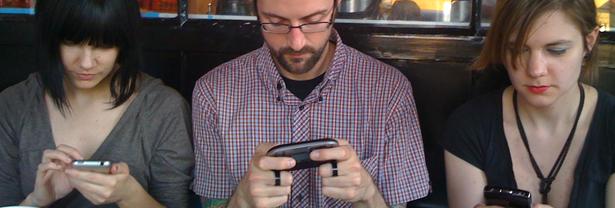 بلایی که تلفن همراه بر سر گردن شما می آورد