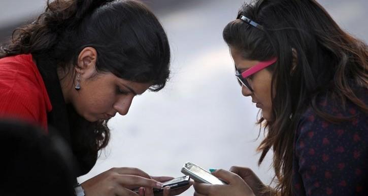 اپلیکیشن های تلفن های هوشمند به کمک زنان هندی می آیند